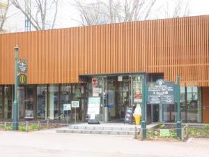 正門横 インフォメーションセンター「エルムの森」