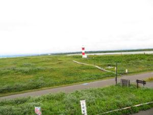 ビジターセンター2階からの眺望。石狩灯台と石狩川